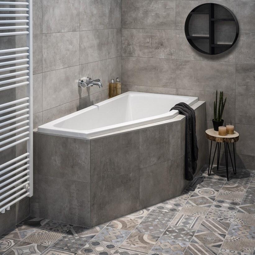 Ruimtebesparend betegeld bad met Portugese vloertegels