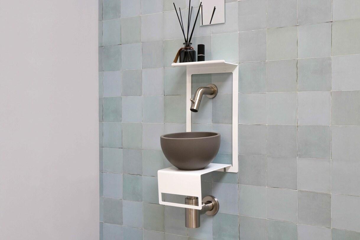 Industriële fonteinset met mat wit frame en grijze waskom