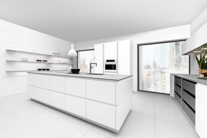 Witte strakke greeploze keuken met eiland