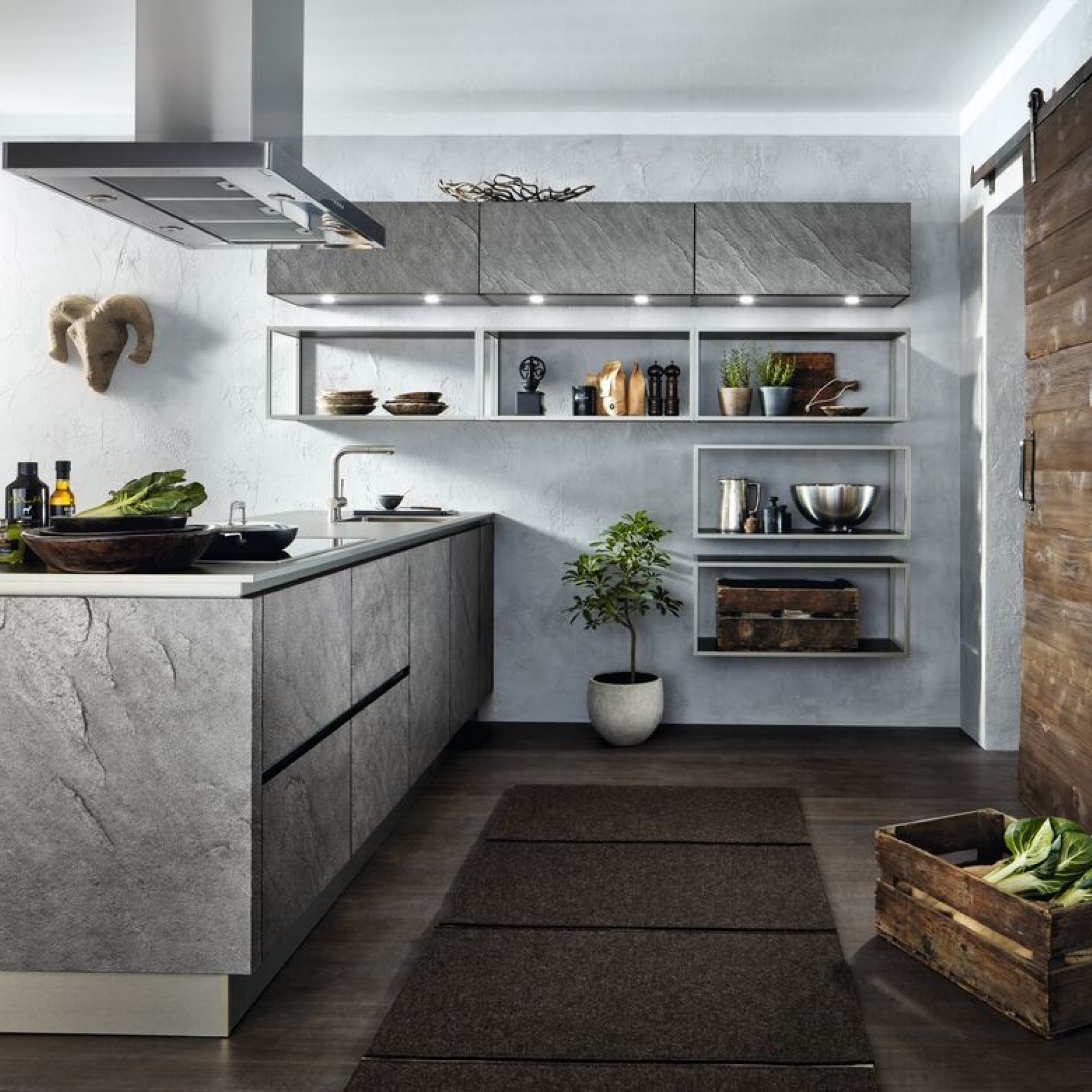 Stoere industriële betonlook keuken met metalen blad