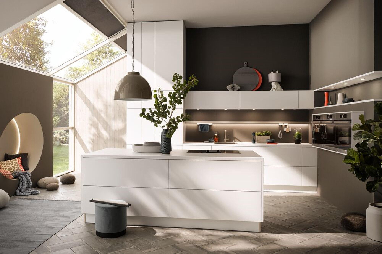 Luxe moderne keuken in wit met taupe