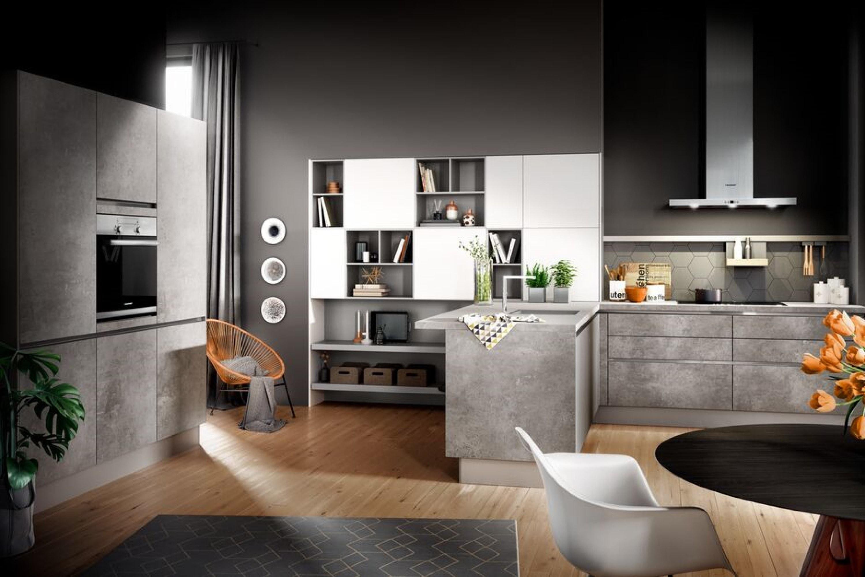 Stoere betonlook keuken met hoge kastenwand