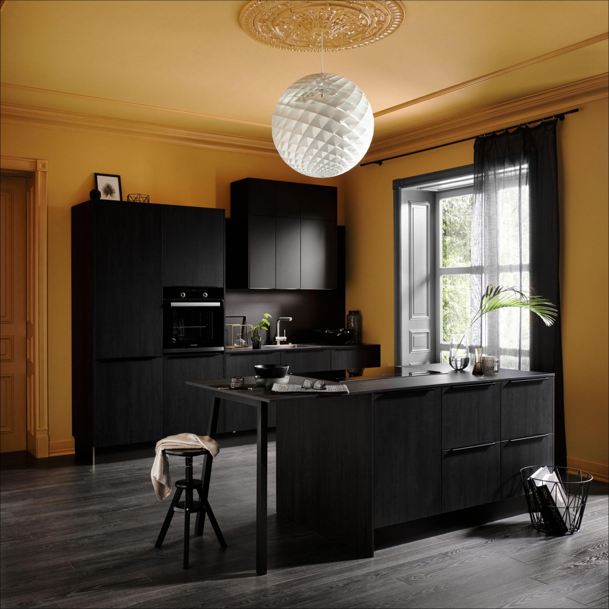 Luxe moderne design keuken in zwart en zwart hout