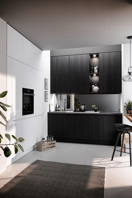 Moderne kleine hoekkeuken in mat wit en zwart hout