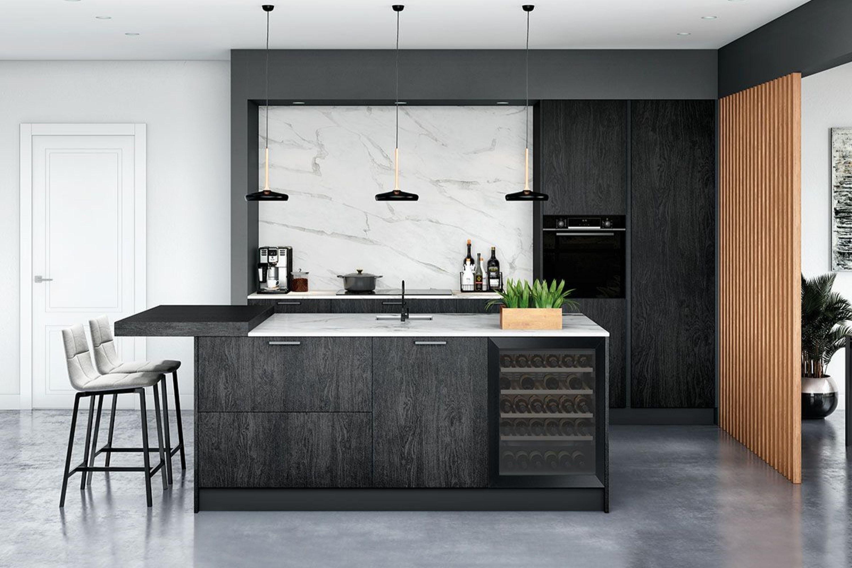 Moderne zwarte houten keuken met marmer accenten