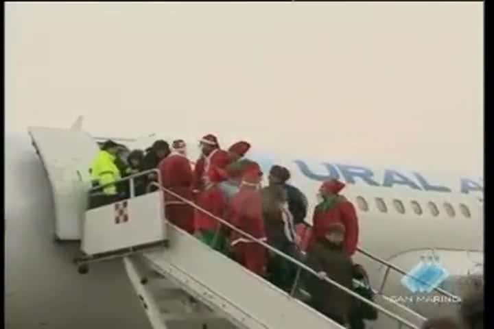 Babbo Natale fa capolinea all'aeroporto Fellini di Rimini