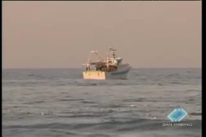 Ore di angoscia a Rimini. Disperso in mare un pescatore, barca trovata alla deriva