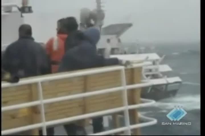 Nave da crociera in panne in Antartide al largo delle Isole Shetland