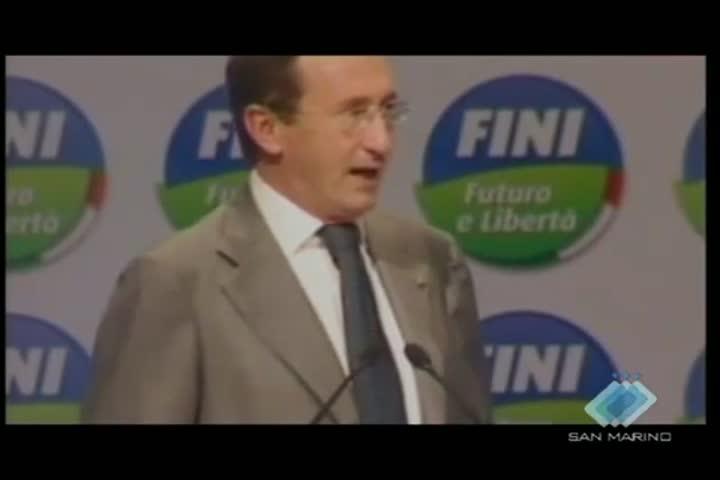 """Futuro e libertà presenta a Perugia il Manifesto per l'Italia, mentre l'opposizione dice: """"Paese allo sbando, Berlusconi si dimetta"""""""
