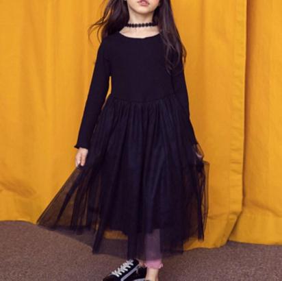 فستان دانتيل رائع ، بأكمام طويلة