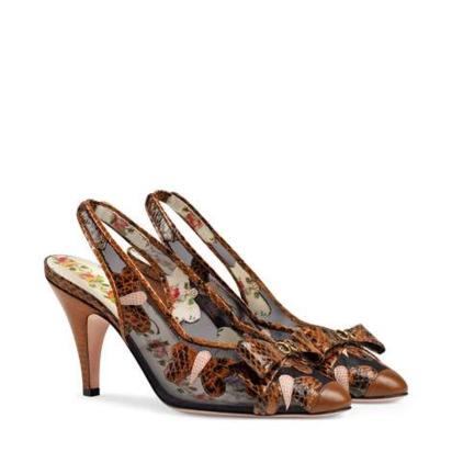 حذاء بكعب متوسط ومطاط خلفي مزيّن بفراشات من جلد الثعبان