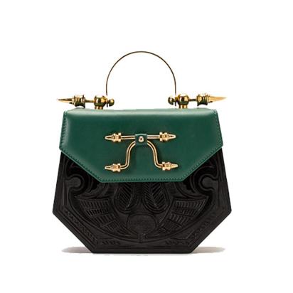 حقيبة ميني باللون الاسود والاخضر مطلي بذهب