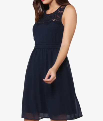 فستان فانيسا قصير بتفصيلة دانتيل كحلي