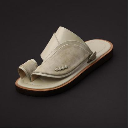 حذاء شرقي جلد شمواه اللون ابيض