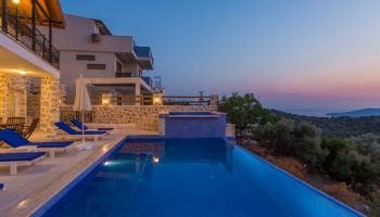 Kalkan'da Sakin Ortamda Deniz Manzaralı Villa
