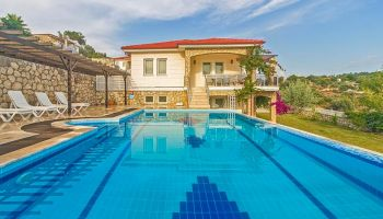 Fethiye Karadere'de Görülmeye Değer Manzaralı, Yemyeşil Bahçeli, Özel Havuzlu Villa