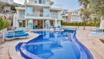 Geniş Aile ve Arkadaş Gruplarına Uygun, 10 kişilik 5 yatak Odalı Kiralık Villa