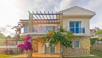 Fethiye Karadere'de Eşsiz Doğa Manzaralı, Ferah Bahçeli, Özel Havuzlu Villa