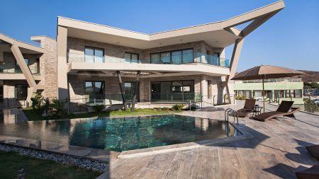 Bodrum Gümbet'te, Modern Tasarımlı, Şömineli, İhtişamlı Villa