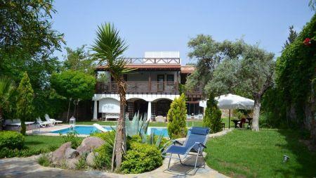Bodrum Bitez'de Bahçe İçerisinde Özel Havuzlu Lüks Villa