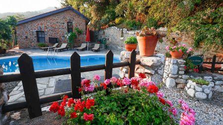 Muğla Ula'da,  Korunaklı Yüzme Havuzlu, Yeşillikler İçinde 2+1 Villa