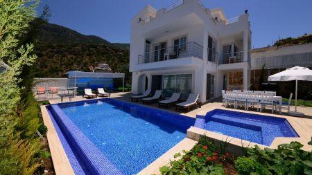 Kalkan'da Çocuk ve Yetişkin Havuzlu, 12 Kişilik Geniş Villa