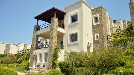 Bodrum Yalıkavak'ta Denize Yakın, Ortak Havuzlu, Muhteşem Deniz Manzaralı Villa