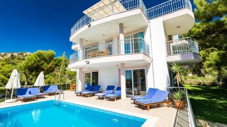 Kalkan'da 12 Kişilik İhtişamlı Villa
