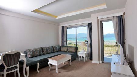 Fethiye'de Sahil Kenarında, Özel Plajlı, Lüks Daire