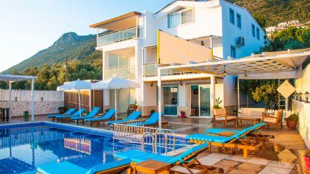 Kalkan Kördere'de Deniz Manzaralı, Özel Havuzlu, 14 Kişilik Villa