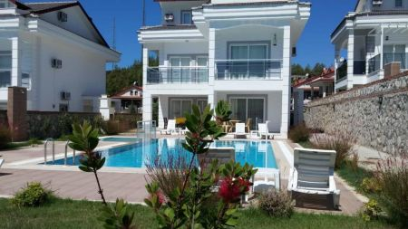 Fethiye'de Doğa İçerisinde 8 Kişilik Villa