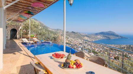 Kalkan'da Enfes Manzaralı, Jakuzili, Özel Havuzlu Villa