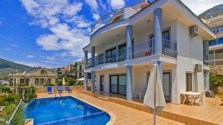 Kalkan'da Büyüleyici Güzellikte Deniz Manzarasına Sahip Kiralık Villa