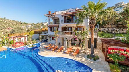 Kalkan Merkezde, Muhteşem Manzaralı Eşsiz Lüks Villa