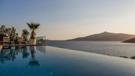 Kalkan'da Denize Sıfır, Görkemli Villa