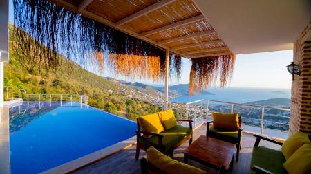 Kalkan Akbel'de Müthiş Şehir ve Deniz Manzaralı, Jakuzili Villa
