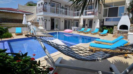 Kalkan'da 12 Kişilik Özel Havuzlu Kiralık Villa