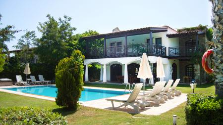 Bitez'de Denize 300 m. Mesafeli Konforlu Villa
