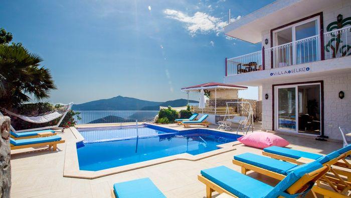 Kaş Kalkan'da Deniz Manzaralı 10 Kişilik Kiralık Villa