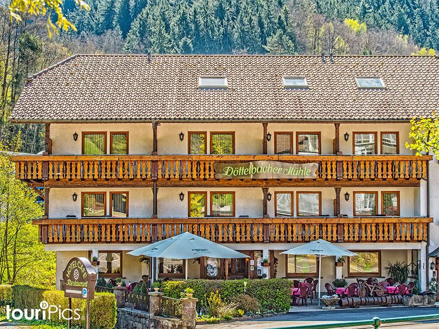 8 Tage Urlaub im Schwarzwald im Hotel Döttelbac...
