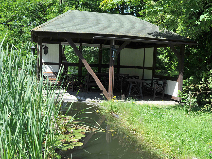 Teich-Grillstelle