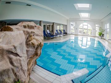 Pool-innen01