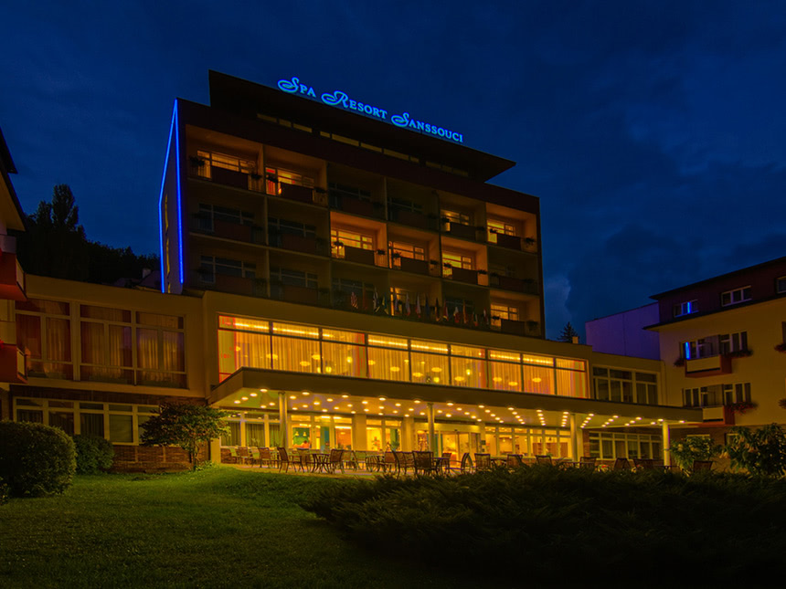 Hotel-beleuchtet01