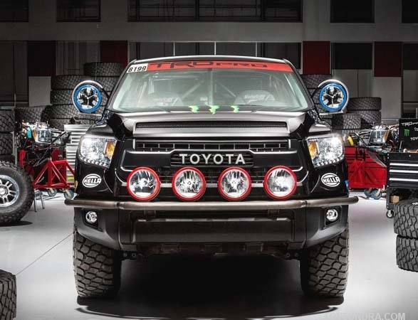 2015 toyota tundra Trd Pro series baja 1000 truck head On static