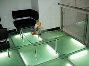 За стеклом (каленое стекло в интерьере).