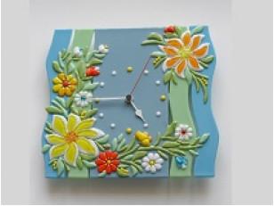 Часы из стекла в интерьере – стильная деталь вашей квартиры