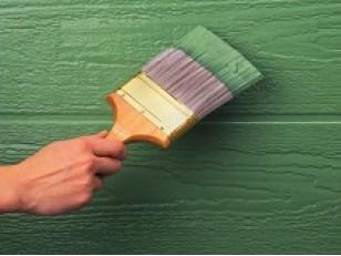 Что лучше для дерева - лак или краска?