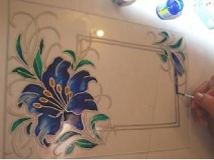 Как и чем можно покрасить стекло?