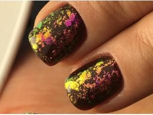 Дизайн ногтей хлопьями юкки