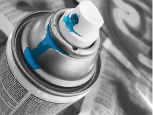 Как использовать аэрозольную краску для оформления интерьера?